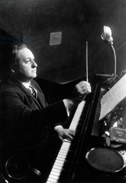 Erich Korngold conducting from