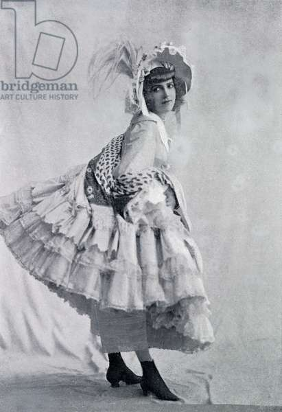 Eve Lavallière as La Crinoline in 'Paris qui marche'