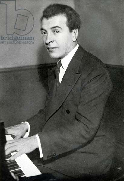 Benno Moiseiwitsch at piano