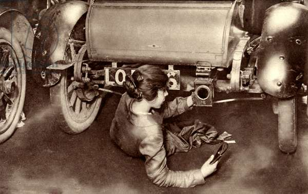 Female mechanic during World War 1
