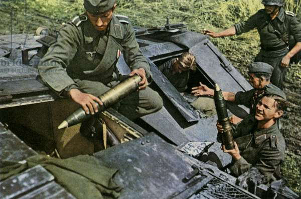 German soliders loading muitions, World War 2