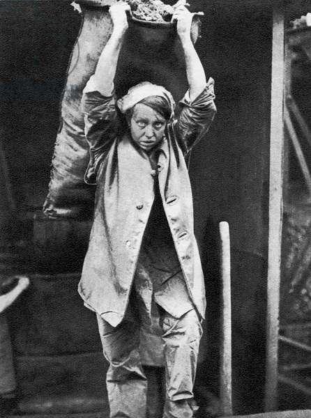 Female coalheaver, WW1