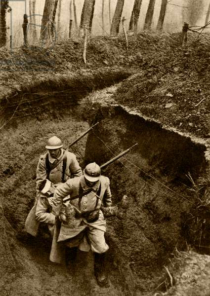 World War 1, French soldiers carrying a wounded comrade