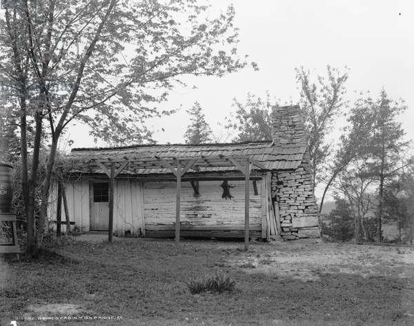 Boone's cabin, High Bridge, Ky., c.1907 (b/w photo)
