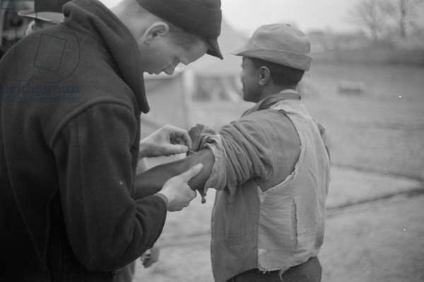 Vaccination in the camp for Negro flood refugees at Marianna, Arkansas