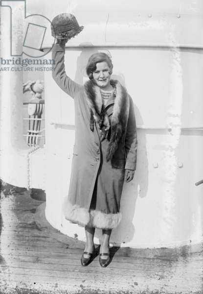 Gertrude Ederle returns home to New York after swimming the Channel, 1926 (b/w photo)