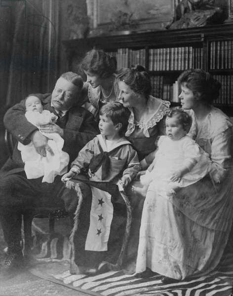 Theodore Roosevelt with his wife Ethel and grandchildren, 1918 (b/w photo)