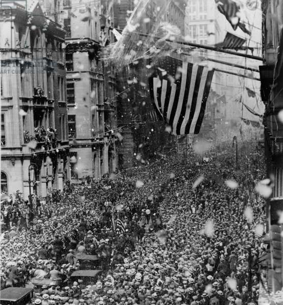 Parade along Broadway to welcome Gertrude Ederle home after swimming the Channel, 1926 (b/w photo)