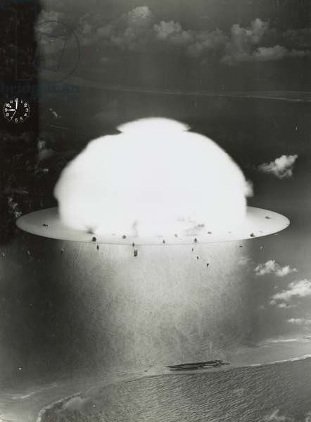 Mushroom cloud with ships below during Operation Crossroads nuclear weapons test on Bikini Atoll, 1946 (b/w photo)
