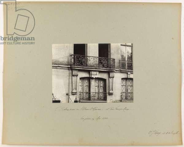 """Balcon décoré de """"L'Orme Saint Gervais"""", 14 rue François Miron, 4ème arrondissement, Paris, 1905-13 (b/w photo)"""
