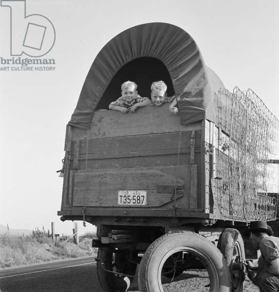 Just arrived from Kansas for potato harvest, Oregon, 1939 (b/w photo)