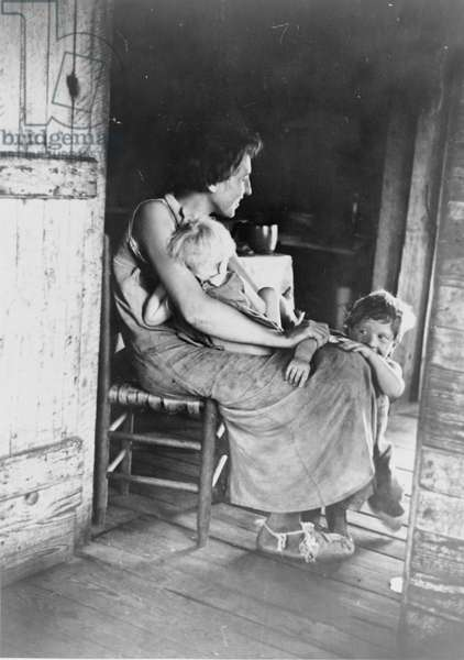 Lily Rogers Fields and children in Hale County, Alabama, 1936 (b/w photo)