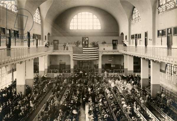Registry Room or Great Hall at Ellis Island, c.1910 (b/w photo)