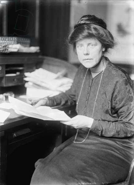 Lucy Burns, 1913 (b/w photo)