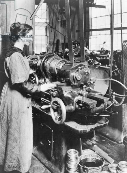 Woman working at internal thread milling machine, Norton Grinding Co., Worcester, Ma., during World War I, 1914-18 (b/w photo)