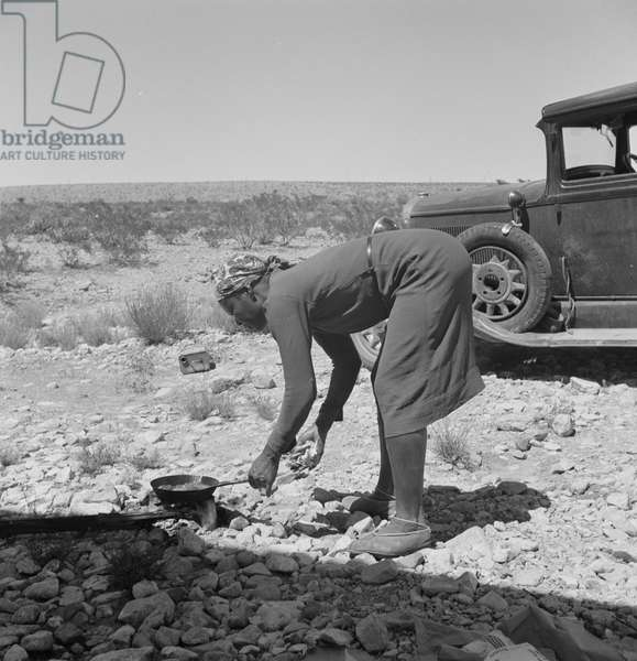 Cooking breakfast on the outskirts of El Paso, Texas, 1938 (b/w photo)
