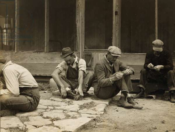 Texas tenant farmers who have been displaced from their land by tractor farming, 1937 (b/w photo)