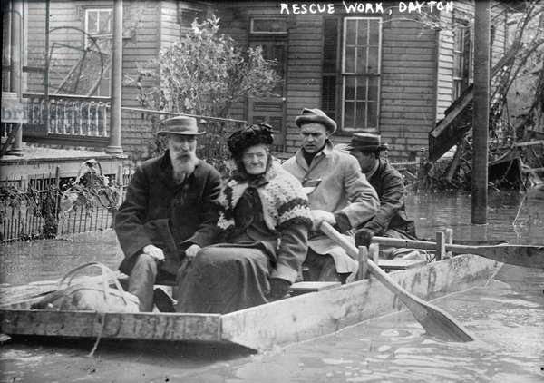 Rescue work, Dayton, 1913 (b/w photo)