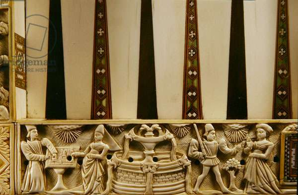 Border of a backgammon board depicting chessplayers and lovers, 1415 (ivory)