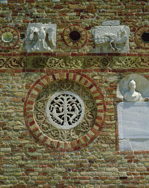 Circular window, 1026 (photo)