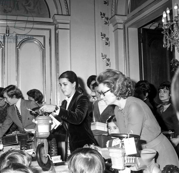 The Christmas for the children of Monaco, at the Prince's Palace of Monaco, December 20, 1971 : Prince Albert (futuer Albert II), Princess Caroline, Princess Stephanie, Princess Grace of Monaco (b/w photo)