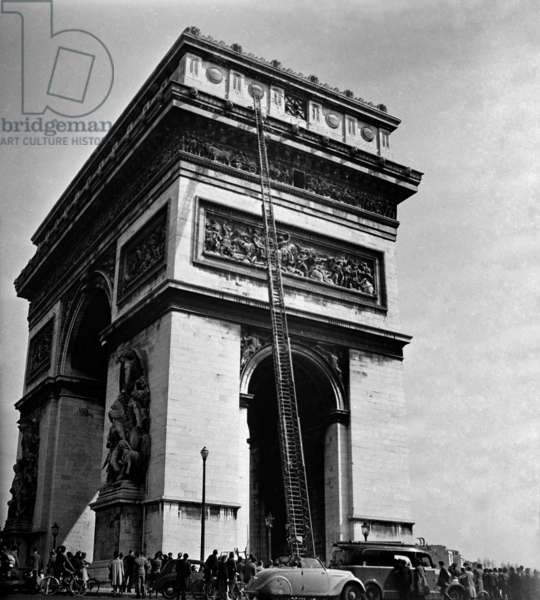 The Ladder of The Firemen at The Arc De Triomphe, Paris, August 1946 (b/w photo)