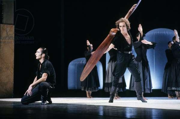 """Ballet By Maurice Bejart """"Malraux Ou La Methode Des Dieux"""" in Paris on April 10, 1987 : Dancer Jorge Donn (Standing) (photo)"""