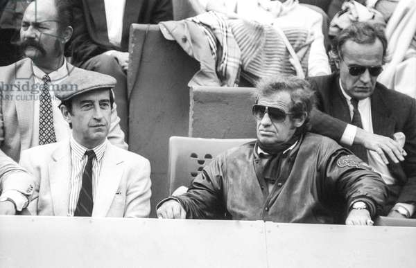 French actor Jean Paul Belmondo attending Roland Garros tennis tournament on June 5, 1987 (b/w photo)
