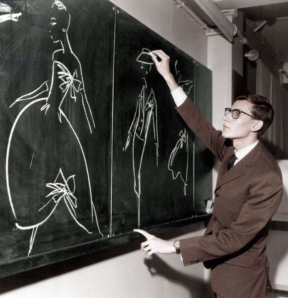 Yves Saint Laurent Drawing on Blackboard Models, November 16, 1957 (photo)