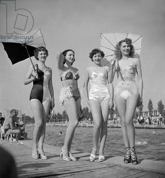 Contest of the most beautiful female bather (young women wearing bathing suit), Paris, June 19, 1949 (b/w photo)