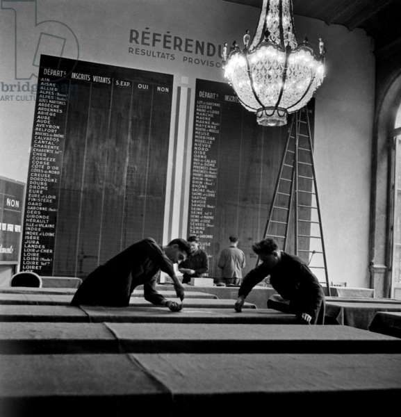 Preparation of The Legislative Elections in France (June 2, 1946), Paris : here The Board With Referendum Results (May 5) (b/w photo)