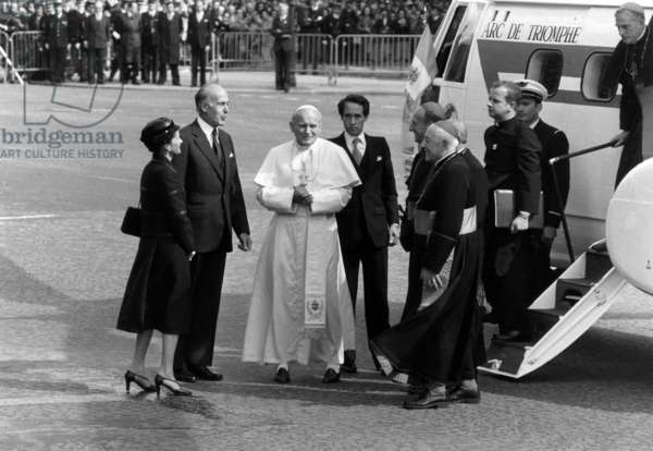 Pope John Paul Ii (Karol Wojtyla) Arriving in Paris, on Champs Elysees, Welcome By French President Valery Giscard D'Estaing and his Wife Anne Aymone May 30, 1980 (b/w photo)