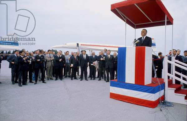 Speech of French President Georges Pompidou at Opening of Aviation Fair May 26, 1971 in Front of Concorde (photo)