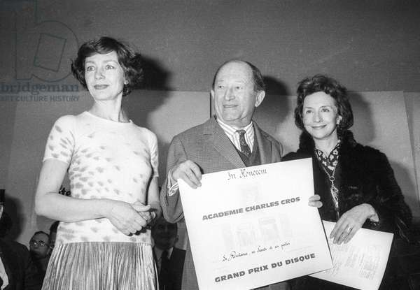 "Prize giving ceremony for a disc (""Prix de l'academie Charles Cros"") in Paris, March 9, 1976 : Emmanuelle Riva, poet Pierre Seghers and Suzanne Flon (for the disc ""La resistance"" for the 30th anniversary of the liberation of the concentration camp) (b/w photo)"