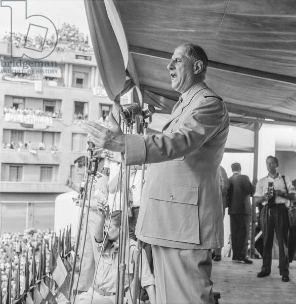 Speech by De Gaulle (b/w photo)