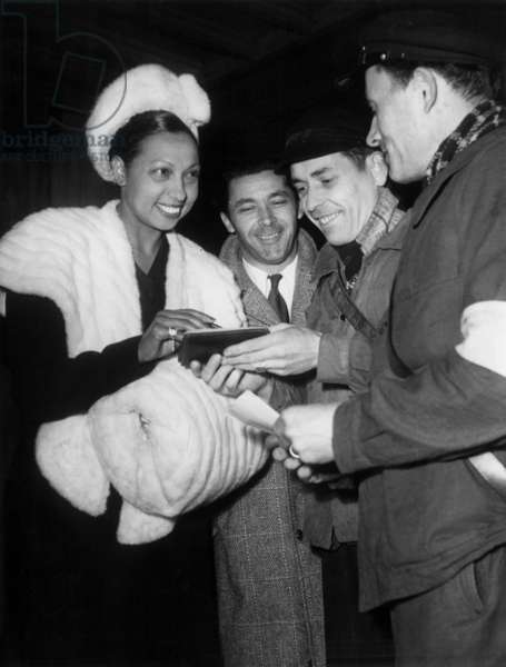 Josephine Baker (1906-1975) and her Husband Jo Bouillon Arriving in Paris on March 29, 1948 (b/w photo)