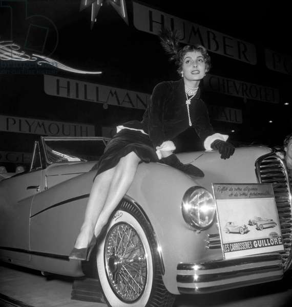 Elegance contest at the Paris motor show, October 14, 1949 (b/w photo)