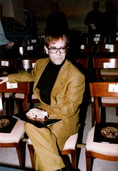 English Singer Elton John at The Show of Gianniversace Collection in Paris on January 29, 1992 (photo)