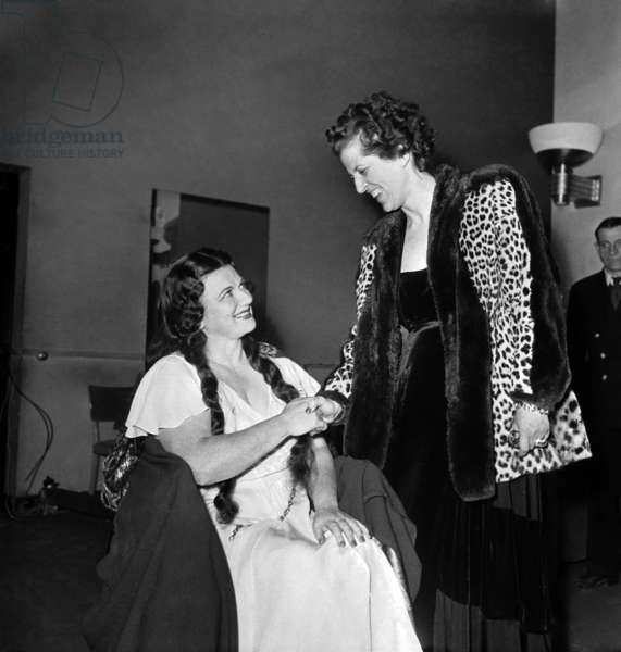 Australian Soprano Marjorie Lawrence Congratulated By Mrs Mme Bidault (Suzanne Borel) in Paris, October 16, 1946 (b/w photo)