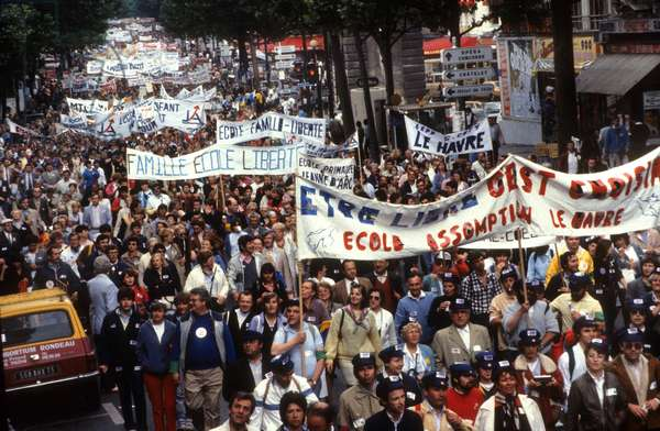 Demonstration in Paris in Favour of Private Education and Against Savary Law Project June 24, 1984 (photo)