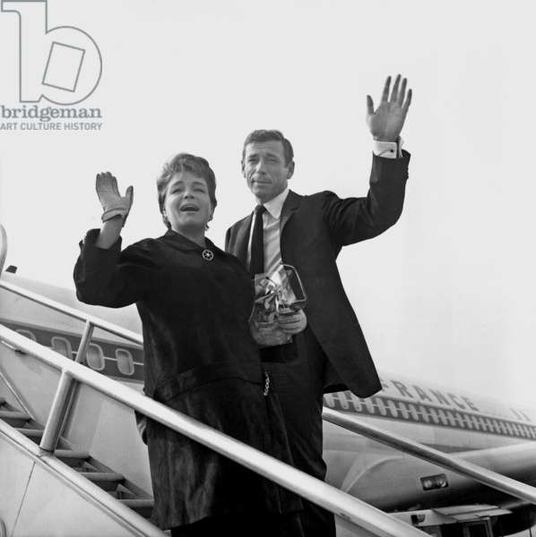 Yves Montand and Simone Signoret at Paris Orly Airport on September 21, 1961 Leaving For Usa (b/w photo)