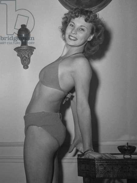 Election of the Parisian woman, November 7, 1950 : Helene Remy (wearing a bikini) (b/w photo)