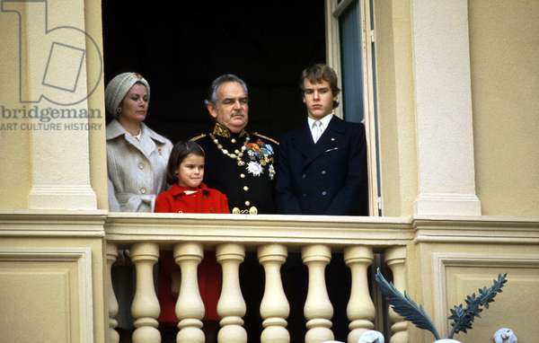 Princess Grace and Rainier Iii of Monaco With Their Children Stephanie and Albert (Future Albert Ii) at The Balcony of The Palace For National Day November 1971 Grimaldi (photo)