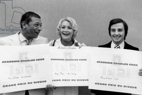 Les Laureats 1972 From the Grand Prix International Du Disc de l'Academie Charles Cros. Henri Salvador (Les Aristochats), Betty Mars (Chanson), Thierry Le Luron (Humor). March 21, 1972 Neg: Cx4961 (b/w photo)