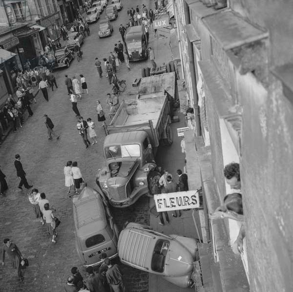 Car and truck accidnt in Paris (rue de Menilmontant), August 23, 196 (b/w photo)