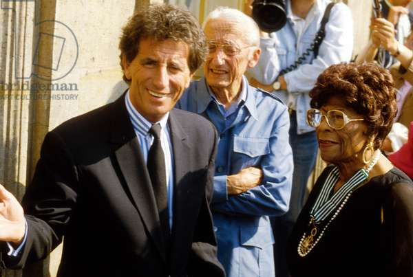 Ella Fitzgerald Received French Arts and Letters Commander Cross By Jack Lang French Minister of Culture in 1990 (photo)