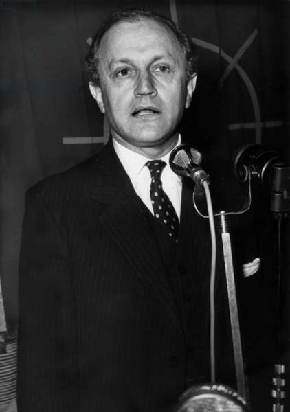 Lord Arthur Chalfont, English Minister and Negotiator To The European Economic Community during A Meeting in Paris, November 17, 1967 (b/w photo)