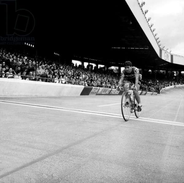 Jean Louis Bodin Wins Les Boucles De Seine to Parc Des Princes Paris June 19, 1966 (b/w photo)