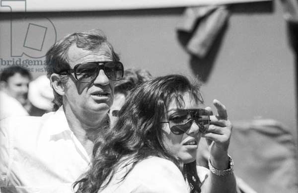 French actor Jean Paul Belmondo attending Roland Garros tennis tournament on May 26, 1986 (b/w photo)