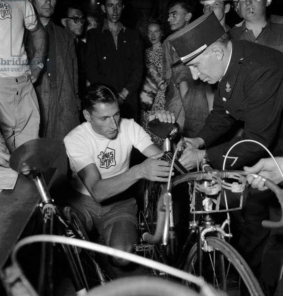 Preparations of the Tour de France 1949 : cyclist Ferdi Kubler (b/w photo)